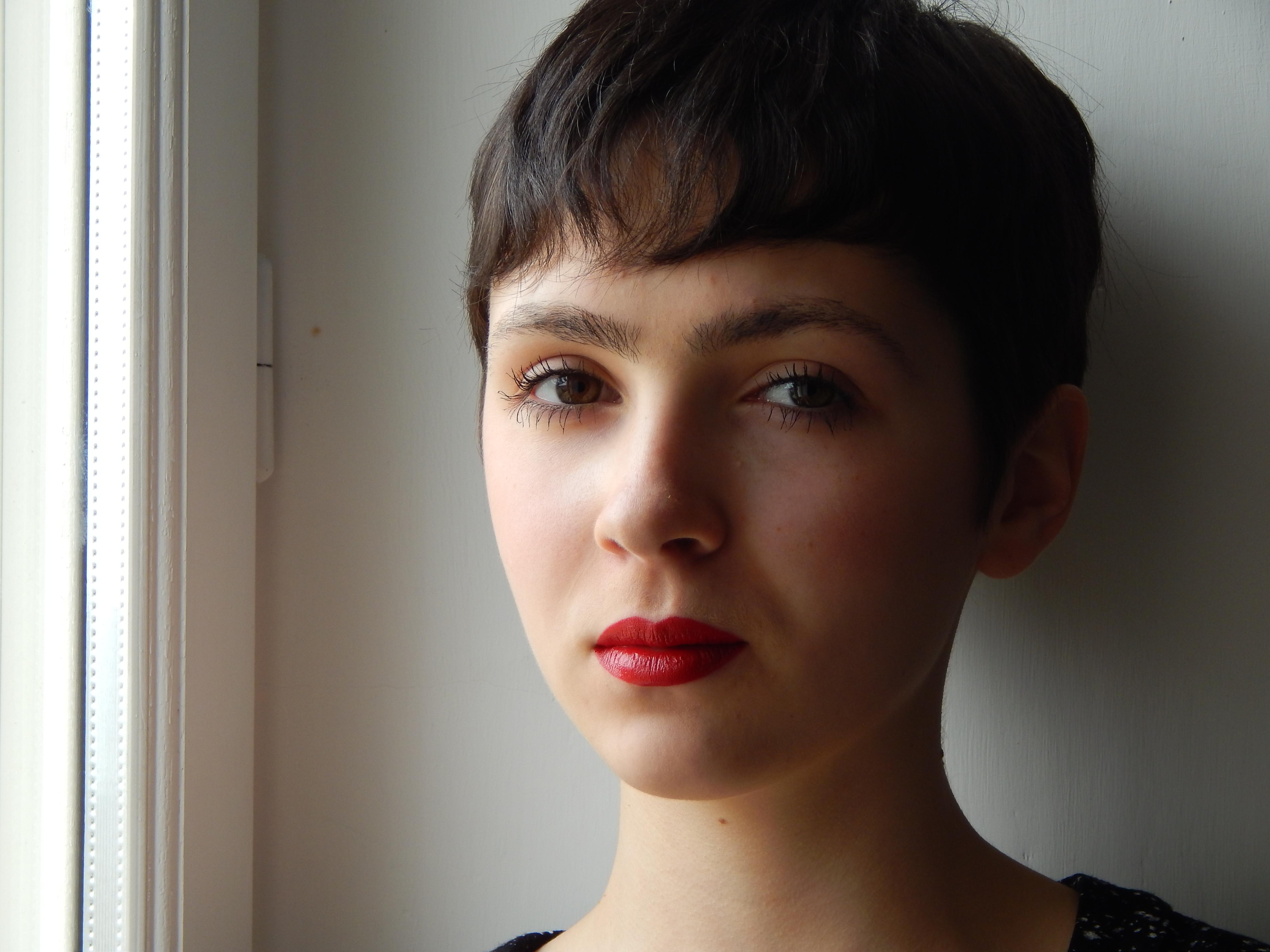 visage rouge à lèvres