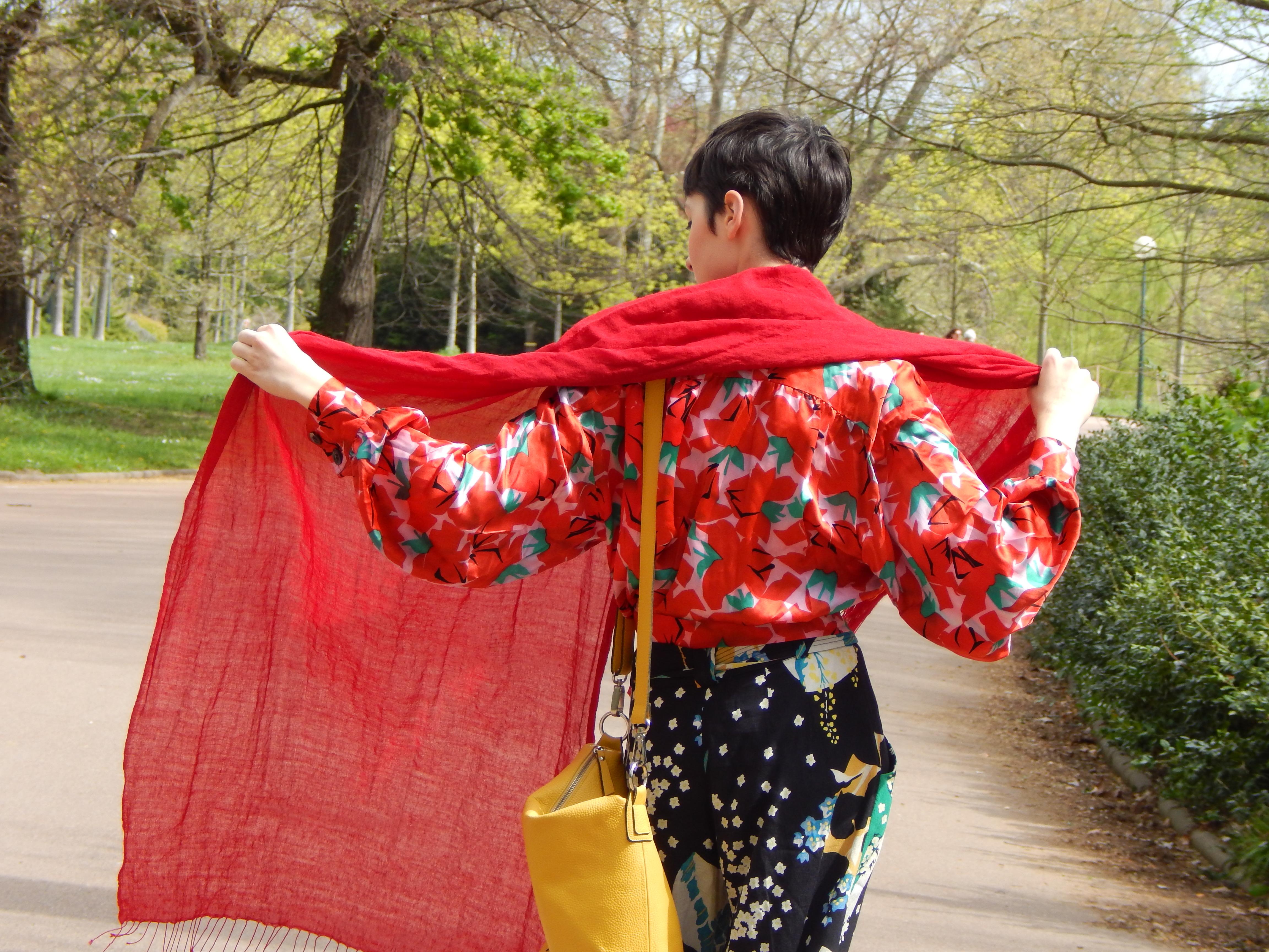écharpe rouge & sac jaune