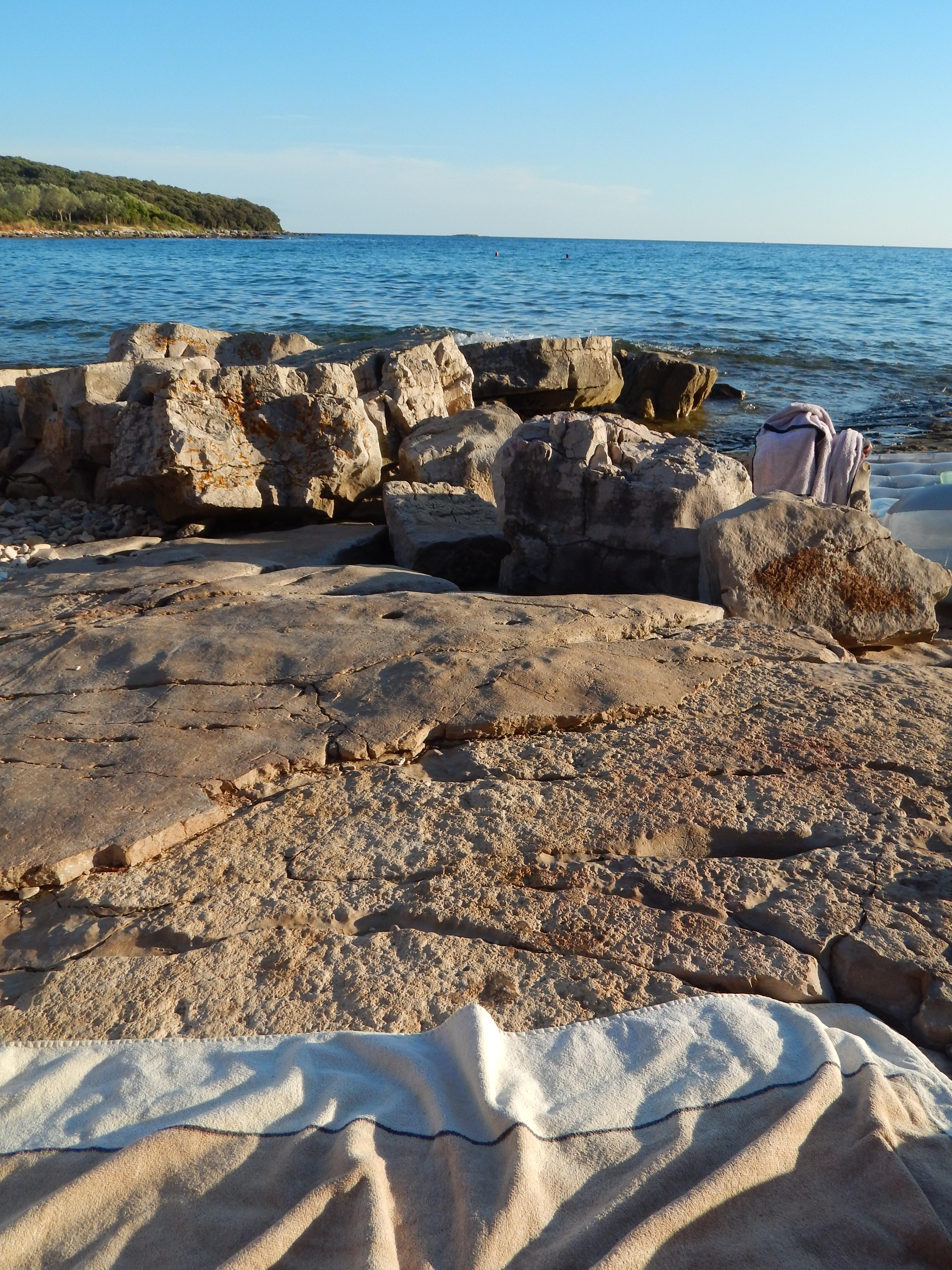 crète serviette plage de galets