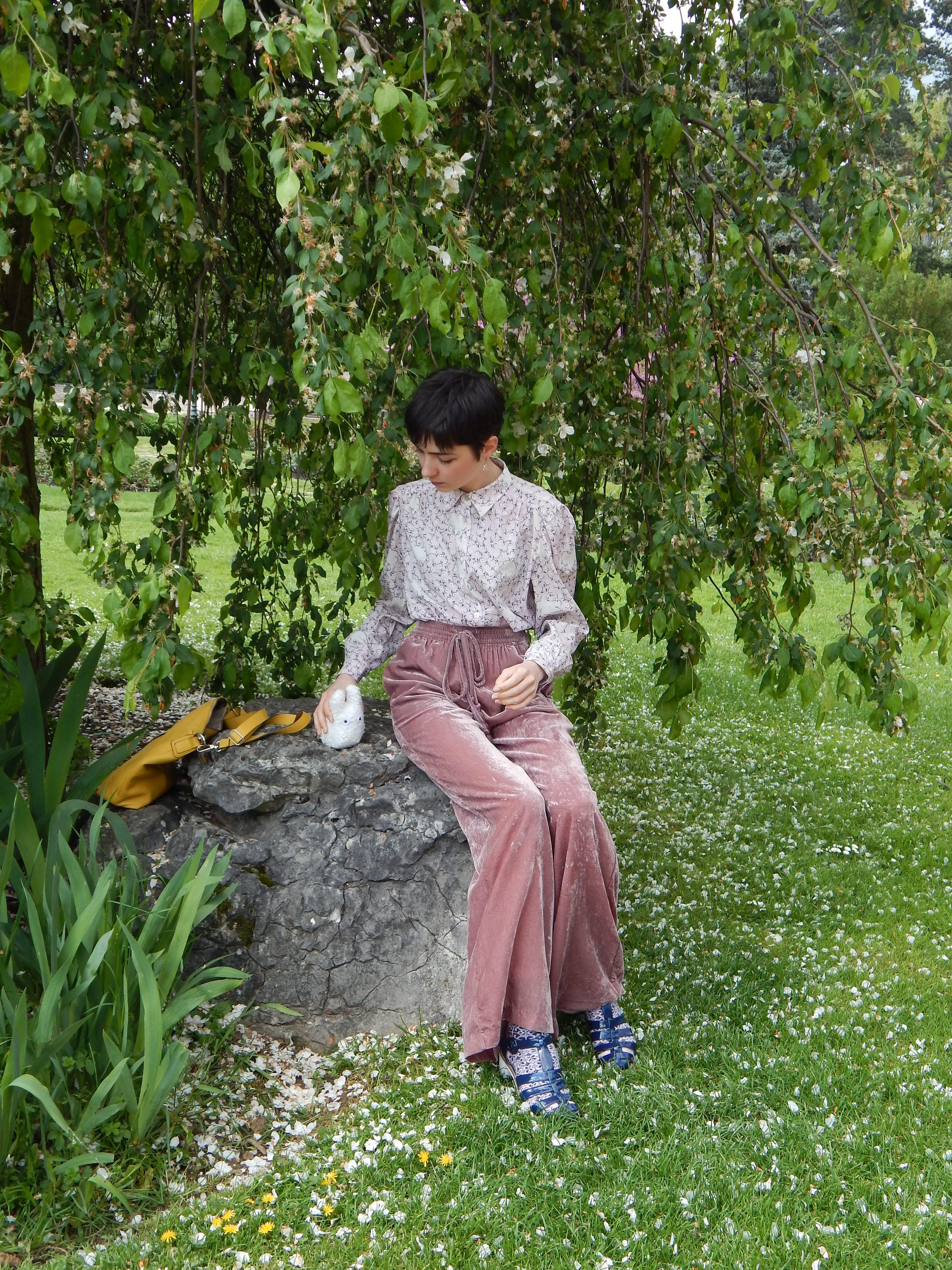 assise sur un rocher